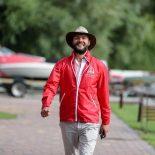 Путешественник Артемий Сурин: Кругосветное путешествие – это цена одного авто. Выйдите в центр города – «Мерседесы», «Рендж-Роверы», «Лексусы»… И все это «стоит» кругосветного путешествия
